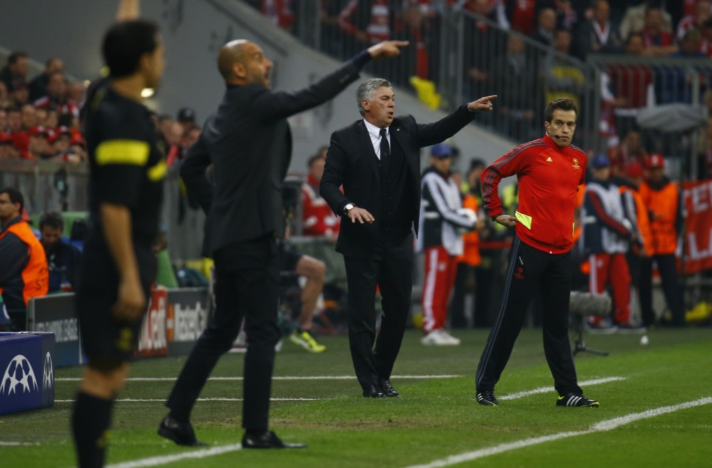 Bayern Munich's coach Josep Guardiola and Real Madrid's coach Carlo Ancelotti (2nd R) gesture to their players during their Champion's League semi-final second leg soccer match in Munich April 29, 2014. REUTERS/Kai Pfaffenbach (GERMANY - Tags: SPORT SOCCER) - RTR3N4UT