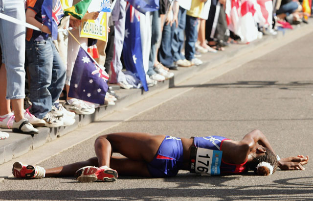 Naigambo of Namibia collapses during women's Marathon at Commonwealth Games in Melbourne