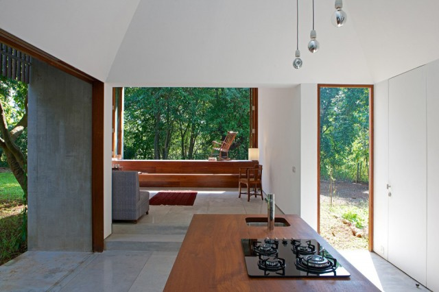 Retreat-House-by-Architecture-Brio-05