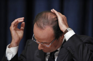 France's President Francois Hollande smoothes down his hair during a news conference following his speech at the 67th United Nations General Assembly at the U.N. headquarters in New York September 25, 2012. REUTERS/Eduardo Munoz (UNITED STATES - Tags: POLITICS) - RTR38ETE
