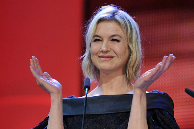 epa02044079 Jury member and US actress Renee Zellweger seen on stage during the award ceremony of the 60th Berlinale International Film Festival in Berlin, Germany, Saturday, 20 February 2010. Up to 400 films are shown every year as part of the Berlinale's public programme. The Berlinale is divided into different sections, each with its own unique profile EPA/JOERG CARSTENSEN