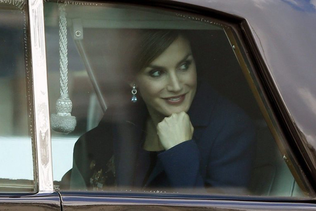 epa04974841 Spanish Queen Letizia (R) smiles as she departs for the Royal Palace, where the royal couple will host a reception for Spanish personalities, after attending the army parade to mark Spain's National Day in Madrid, Spain, 12 October 2015. Some 3,400 troops and Civil Guard officers, 48 vehicles and 53 planes took part in the parade. EPA/JAVIER LIZON