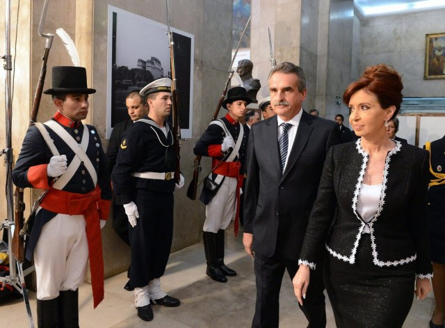 epa04368751 A handout photo released by the Argentinian Presidency on 25 August 2014, shows Argentinean President Cristina Fernandez de Kirchner (R) next to the Minister of Defense, Agustin Rossi (2-R), arriving for a dinner with representatives of the Armed Forces in Buenos Aires, Argentina, 25 August 2014.  EPA/Argentinian Presidency  HANDOUT EDITORIAL USE ONLY