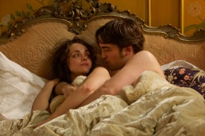 Clotilde (Christina Ricci) und Georges Duroy (Robert Pattinson)