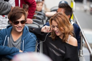 Miley Cyrus und Douglas Booth in LOL