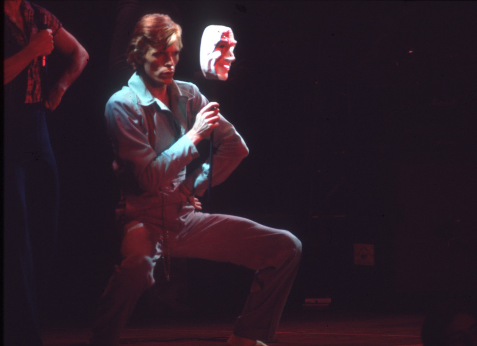 """LOS ANGELES - OCOTOBER 1974: Musician David Bowie performing onstage during his """"Diamond Dogs"""" tour at the Universal Amphitheatre in October 1974 in Los Angeles, California. (Photo by Michael Ochs Archives/Getty Images)"""