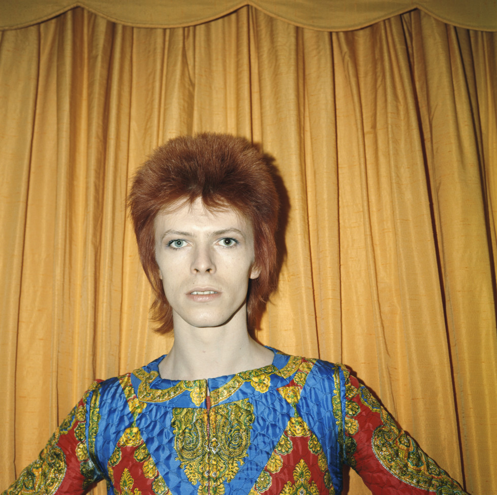 NEW YORK - 1973: Rock and roll musician David Bowie poses for a portrait dressed as 'Ziggy Stardust' in a hotel room in 1973 in New York City, New York. (Photo by Michael Ochs Archives/Getty Images)