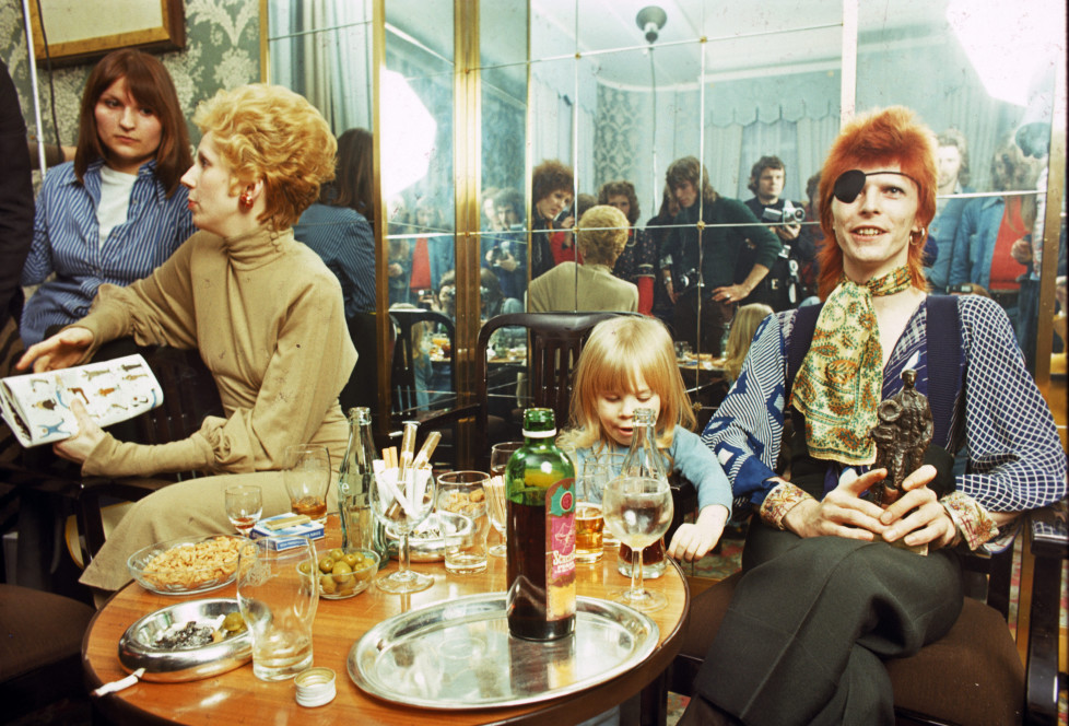 Angie Bowie, Zowie Bowie (Duncan Jones) and David Bowie (wearing an eyepatch) appear at a press conference at the Amstel Hotel on 7th February 1974 in Amsterdam, Netherlands. (Photo by Gijsbert Hanekroot/Redferns)