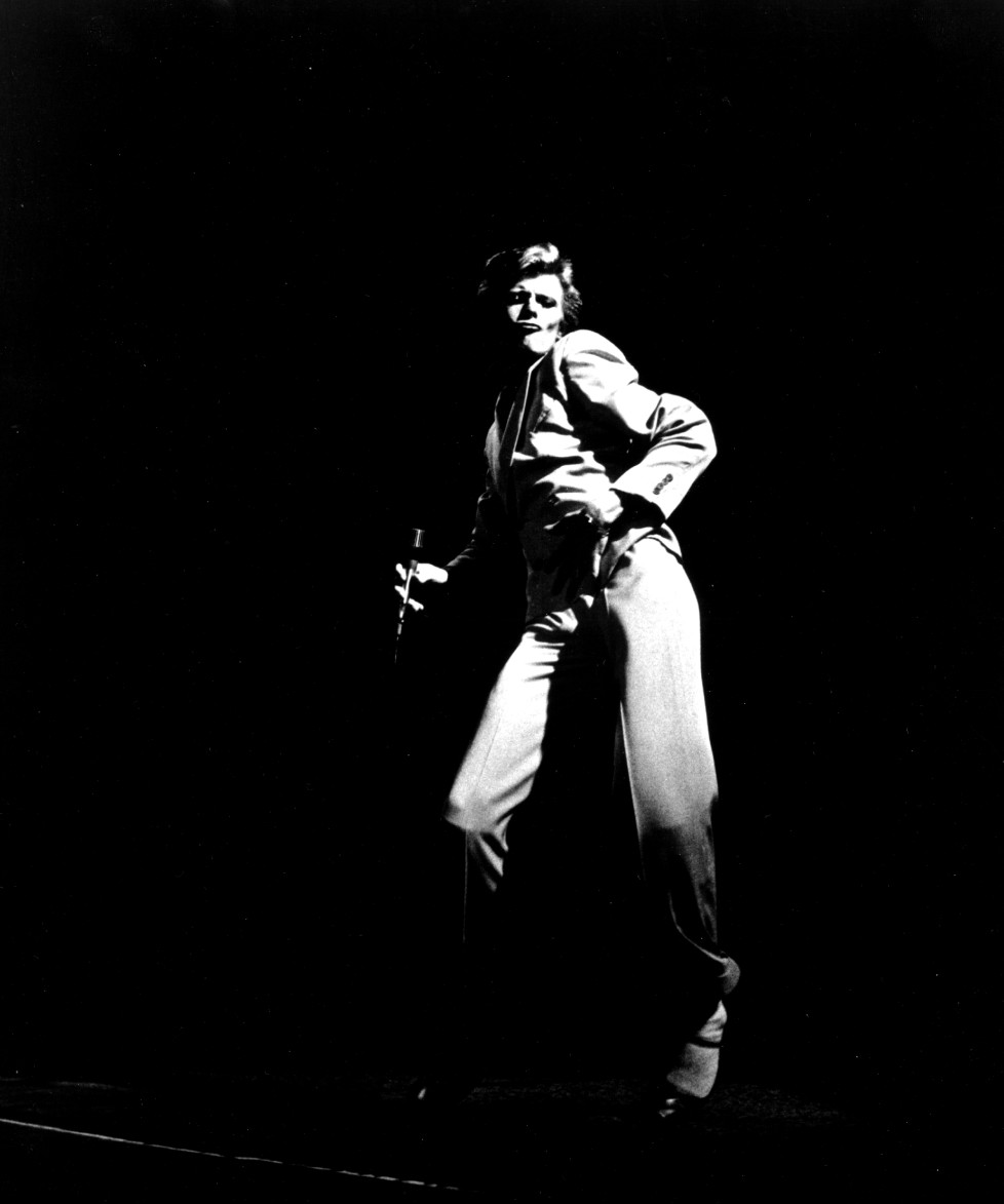 LOS ANGELES - 1974: Musician David Bowie performing onstage during the Diamond Dogs tour in 1974 in Los Angeles, California. (Photo by Michael Ochs Archives/Getty Images)