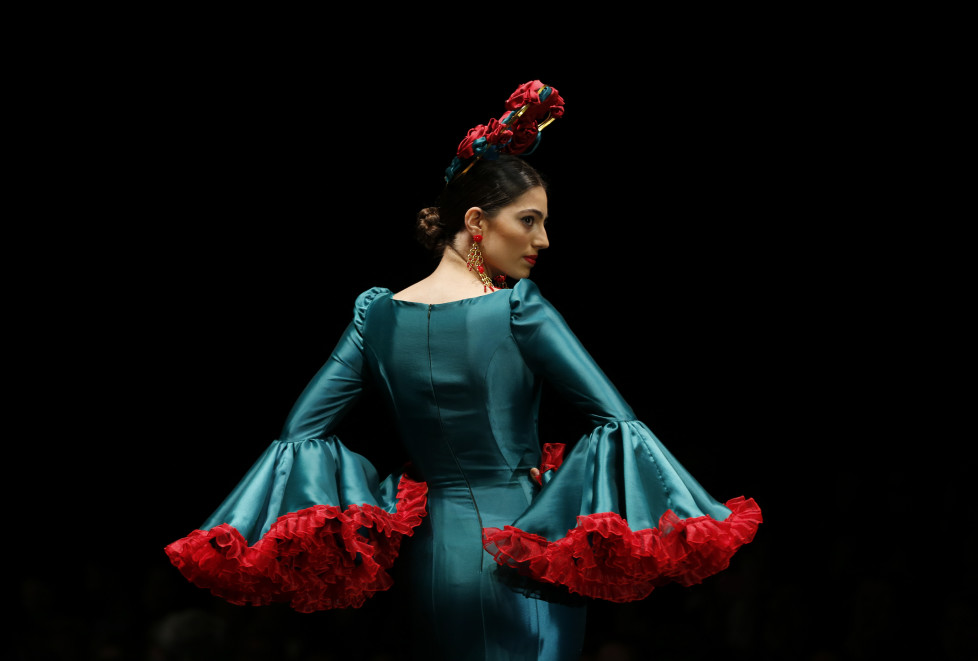 A model presents a creation by Cristina Granero during the International Flamenco Fashion Show SIMOF in the Andalusian capital of Seville, Spain, February 5, 2016. REUTERS/Marcelo del Pozo TPX IMAGES OF THE DAY - RTX25LDZ