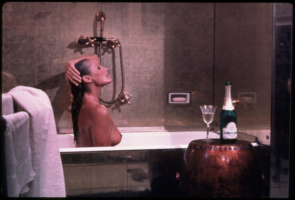 1967, Film Title: CASINO ROYALE, Pictured: URSULA ANDRESS, BATH TUBS/SHOWERS, BATHING, BATHTUB, BODY PART, BREASTS, HAIRSTYLE, NUDE. *** Local Caption *** 20020609_dvc_s87_0000772