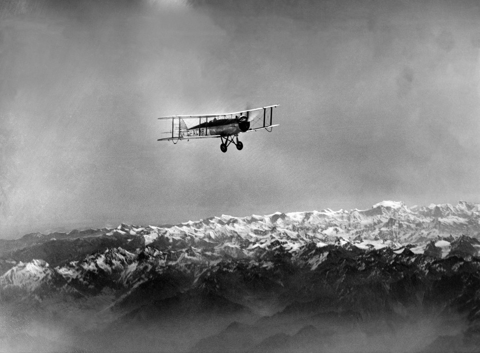 (GERMANY OUT) The Houston Mount Everest Flight: Expedition Aircraft flying over the southern mountain range of the Himalaya Mountains on the northern border of Nepal - April 1933- Photographer: Bonnett- Published by: 'Berliner Illustrirte Zeitung' 18/1933Vintage property of ullstein bild (Photo by ullstein bild/ullstein bild via Getty Images)