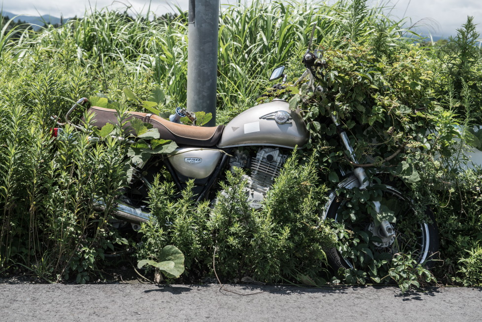 EXCLUSIVE IMAGES. PLEASE TRY FOR THE HIGHEST POSSIBLE FEES. MANDATORY CREDIT: Arkadiusz Podniesinski/REX Shutterstock Mandatory Credit: Photo by Arkadiusz Podniesinski/REX Shutterstock (5224634n) A motorbike left next to a lamppost in 2011. Since the disaster weeds have grown over much of the bike's wheel. Fukushima, Japan - Sep 2015 FULL COPY: http://www.rexfeatures.com/nanolink/r7ku MINIMUM USE FEE A photographer has taken stunning and revealing pictures of the exclusion zone from the 2011 Fukushima Nuclear Disaster. Within a 20km radius the radioactive exclusion zone demonstrates the dangerous nature of nuclear energy. A network of abandoned towns and villages that once housed hundreds of thousands of people, the exclusion zone of the largest nuclear accident since Chernobyl is eerie and frightening. (FOTO:DUKAS/REX)
