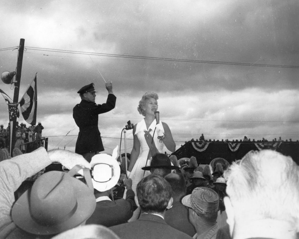 INDIANAPOLIS, IN — May 30, 1955: Entertainer Dinah Shore performs prior to the running of the Indianapolis 500 Indy Car race at the Indianapolis Motor Speedway. (Photo by ISC Images & Archives via Getty Images)