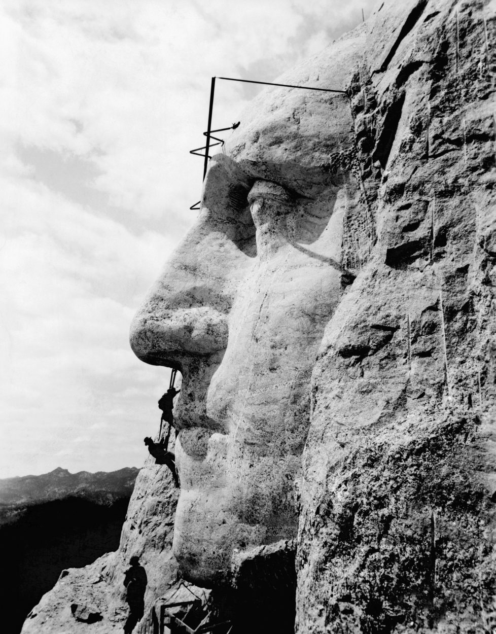 Workmen working on the face of George Washington, Rushmore, South Dakota, circa 1932. (Photo by Underwood Archives/Getty Images)